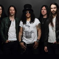 Slash Unveils Fan-Filmed Video For Mind Your Manners