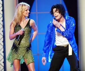 A VERDADE: Porque MTV voltou com vanguarda  AWARD de MICHAEL JACKSON Mj-britney-2001