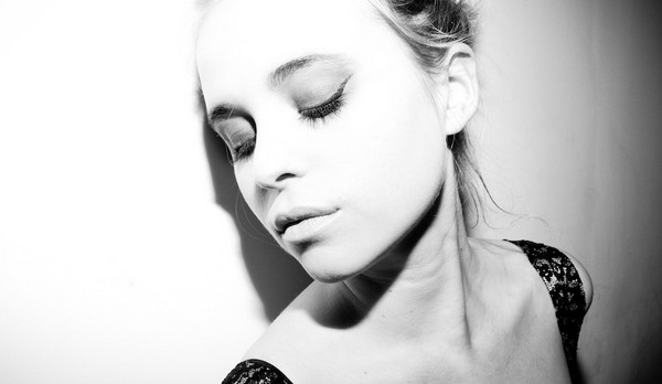 Kyla La Grange Announces Details Of New Single 'Vampire Smile'
