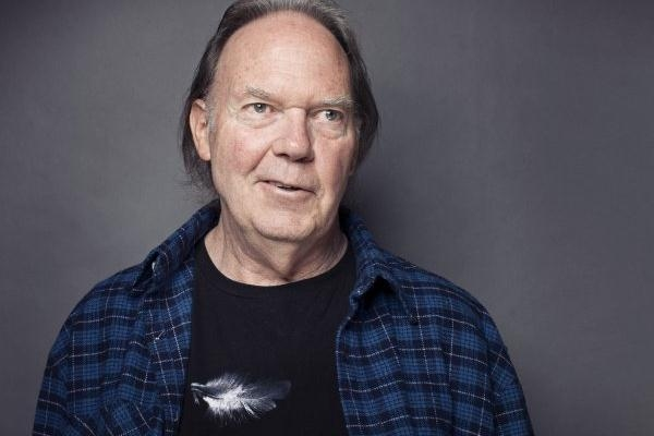 Neil Young Announces 2013 UK Arena Tour & Tickets