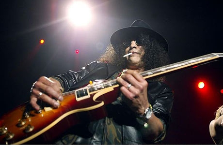 Slash Knocked Down By Crazed Fan During Milan Show